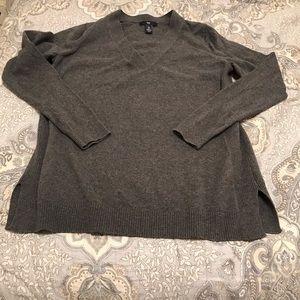 100%. Cotton Gap Gray V Neck Sweater Size Small